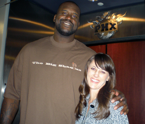 Shaq loves his Twitter and here he is with his Twitter BFF PhoenixSunsGirl. (Photo: PhoenixSunsGirl)